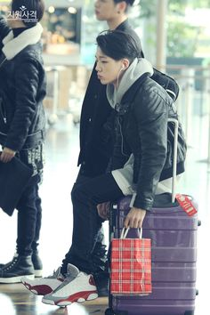 Bobby 바비 | IKON 아이콘 || Holy- this boy is gorgeous