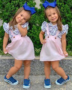Um cheiro para vocês pexual 💗💙 tenham um lindo dia! . Lookinho: @acessoriosdahelo . . #bonecamaitê #maedemenina #itgirl #fashionista… Toddler Girl Style, Toddler Girl Outfits, Kids Outfits, Little Girl Outfits, Little Girl Fashion, Kids Winter Fashion, Kids Fashion, Got Costumes, Cinderella Dresses