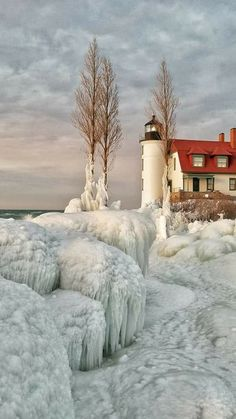Point Betsie Lighthouse,near Frankfort, Michigan. Pretty Pictures, Cool Photos, Lighthouse Pictures, Winter Magic, Winter Scenery, Beautiful World, Beautiful Cover, Winter Pictures, Jolie Photo