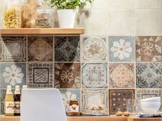 The Decor Mood Mix decor of the Panaria Memory Mood collection inspired by the artisan cement tiles Machuca Tiles, Kitchen Tile Inspiration, Casa Milano, Engineered Timber Flooring, Moroccan Kitchen, Plafond Design, Kitchen Wall Tiles, Kitchen Wallpaper, Shabby Chic Kitchen