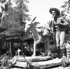 Prospectors Monument, Knott's Berry Farm, July 1961 Statue by Claude Bell.
