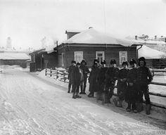Arhangelsk. 1919   British ambulance team.