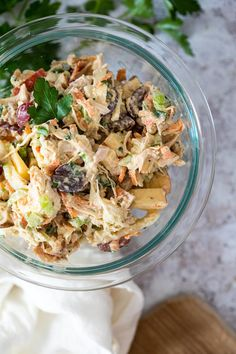 This vegan chicken salad recipe is a quick & easy plant based summer recipe for your next vegan sandwich. Make this vegetarian chicken salad with jackfruit and palm hearts. It is gluten free, oil free and whole food plant based friendly. It has the perfect texture & thanks to the homemade chicken broth powder an authentic taste. Best vegan salads to try. Best chicken salad recipe with no chicken instead we are using wholesome & healthy ingredients #veganchickensalad #vegansalad #vegansandwich Vegan Chicken Salad, Best Chicken Salad Recipe, Vegetarian Chicken, Vegan Sandwich Recipes, Vegan Recipes Easy, Whole Food Recipes, Whole Grain Foods, Whole Foods Vegan