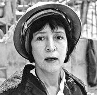 Helen Levitt, shown in was a giant of century photography whose scenes of New York City street life provide a window into a vanished era. (Estate of Helen Levitt) Walker Evans, History Of Photography, Documentary Photography, Street Photography, Portrait Photography, Classic Photography, Photography Women, Annie Leibovitz Photos, Brigitte Lacombe