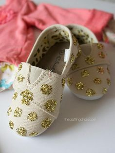 DIY Glitter Shoes for big and little girls alike -- look what you can do with an inexpensive pair of canvas shoes + some glitter + glue! | thecraftingchicks.com