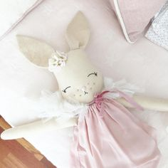 113 Likes, 6 Comments - Crafts For Teens, Diy And Crafts, Sewing Crafts, Sewing Projects, Craft Wedding, Fabric Dolls, Diy Toys, Handmade Toys, Softies