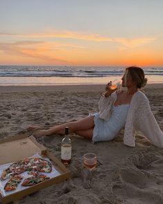 Summer Vibes, Summer Feeling, Beach Aesthetic, Summer Aesthetic, Urban Aesthetic, Travel Aesthetic, Aesthetic Outfit, Flower Aesthetic, Aesthetic Girl