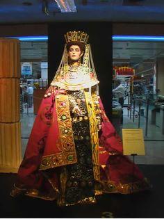 el dorado predominaba en la moda bizantina en prendas de vestir, joyas y calzado.
