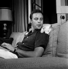 Ravageurs have pets. | Marlon Brando by Murray Garrett