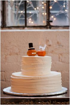 wedding cake with pumpkins. Great idea for a fall wedding! // Photography: Moreland Photography