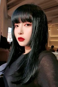 Chin-Length Hime Cut ❤ The royal him cut seems to have taken over the world with its cute and beautifying appearance. Check out our fresh pics to find out why it's so special! #himecut #lovehairstyles #hair #hairstyles #haircuts