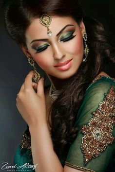 Dramatic make up for bride