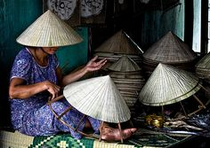 non la (palm leaf conical hat, traditonal symbol of Vietnamese people withour age, sex or racial distinctions)