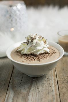 Chocolademousse met Bailey's Bailey Mousse, Winter Desserts, Party Finger Foods, Happy Foods, Baileys, Trifle, Creme, Bbq, Food And Drink