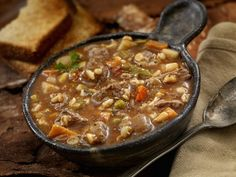 Warm up With This Slow Cooker Ground Beef, Barley, and Veggie Soup Crock Pot Recipes, Beef Soup Recipes, Vegetable Soup Recipes, Veggie Soup, Ground Beef Recipes, Cooking Recipes, Shrimp Recipes, Easy Recipes, Chicken Recipes
