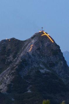 Sonnwendfeuer - Berge in Flammen (montafon, vorarlberg, österreich) at the summer solstice