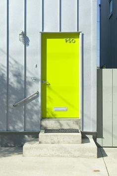 this fluorescent neon yellow door! Home Design, Interior Design, Design Ideas, Interior Decorating, The Doors, Windows And Doors, Entry Doors, Door Entryway, Front Entry
