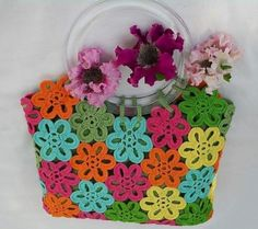 Love this lined bag. No instructions for making the bag, but there is stitch diagram for the flower motif.