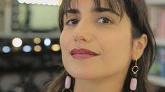 """O """"Beauty Insider"""" entra no clima de Carnaval! A editora de beleza da Vogue Brasil @luizamsouza convida a expert @vanessarozan para ensinar como fazer a boca-desejo do momento: degradê e com glitter! Acesse tvvogue.com.br e assista ao tutorial com direção de @camiguerreiro (@studiocamilaguerreiro) coordenação de @allinecury produção de @maidornelles beleza de @pedromoreiramake e pós-produção de @carool_lopes. #tvvogue #beautyinsider #carnaval #carnaval2017  via VOGUE BRASIL MAGAZINE OFFICIAL…"""
