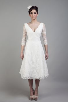 short weddingdress with lace sleeves