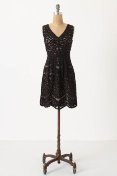 Such a pretty, intricate lace detail! This would look fab on a lot of body types...