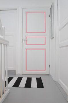 Eine schlichte Tür mit Washi Tape verschönern. Eine simple Idee mit effektivem Ergebnis