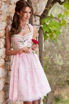 So beautiful! What about a Dirndl-Wedding?