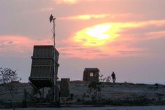 Specialistii militari americani au inceput demontarea sistemului antiracheta terestru Aegis din baza companiei Lockheed Martin situata in statul New Jersey pentru a transporta instalatia la baza Deves New Jersey, Celestial, Sunset, Outdoor, Military, Outdoors, Sunsets, Outdoor Games, The Great Outdoors