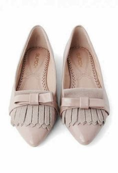 Nude pointed flats with tassels and a bow. Much love