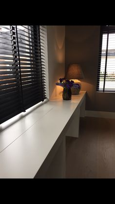 Window Treatment Ideas Nz and Pics of Window Shades Design Ideas. Diy Window Blinds, Blinds For Windows, Curtains With Blinds, Modern Window Coverings, Store Venitien, Small Home Offices, House Blinds, Cheap Curtains, Dark Interiors