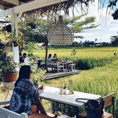 WEBSTA @ nook_bali - During weekends first come first serve policy will be applied. Don't forget to come early to secure the best sit in front of paddies field....@pritha_auria...#nookbali #nookumalas #paddies #view #restaurant #umalas #seminyak #bali