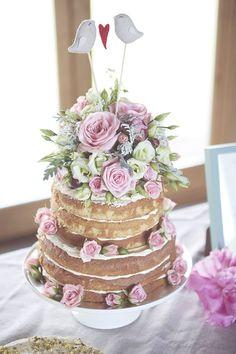 Naked+wedding+cake+with+pink+flowers (Obraz JPEG, 620×930pikseli) - Skala (75%)
