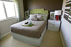Simple bed ideas small bedroom decoration pictures small double bedroom decorating ideas small bedroom with a double bed decorating ideas simple bed simple Small Bedroom Colours, Small Bedroom Interior, Clean Bedroom, Small Bedroom Designs, Small Room Bedroom, Small Bedrooms, Small Beds, Trendy Bedroom, Interior Paint