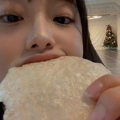 Chuu Loona, Ulzzang Girl, Cool Girl, Pudding, Ethnic Recipes, Twitter, Kpop Girls, Random, Chara