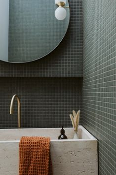 Bathroom Goals, Laundry In Bathroom, Terrazzo Flooring, Bathroom Flooring, Bathroom Interior Design, Home Interior, White Brick Tiles, Guest Toilet, Arquitetura