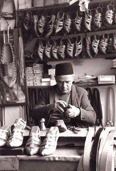 Bosnian man making opanke (traditional Balkan shoes) in Bosna-Hercegovina. Places Around The World, Around The Worlds, Black And White Love, Austro Hungarian, Serbian, Great Videos, Bosnia And Herzegovina, Macedonia, Wanderlust