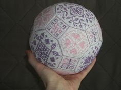 Tutorial for Quaker Ball.   These balls may have any pattern on it as long as the three sizes of the areas are the correct dimension. I am putting in a few different-looking balls because of the very pretty colors.