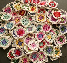A linha Natura  tem sido muito bem recebida entre as amantes do croché e do tricô. Há até gente que se animou e começou a aprender! Muitas ...