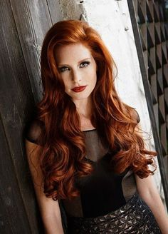 Still looking for the perfect hair color for the summer? We have a trend inspiration there!, looking for the perfect hair color for the summer? We have a trend inspiration there! Magenta Hair Colors, Bright Blue Hair, Hair Color Auburn, Hair Color Blue, Auburn Hair, Brown Hair Colors, Brown Hair Dyed Red, Light Brown Hair, Burgundy Hair
