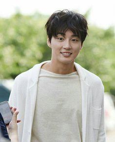 "#YoonSiYoon#YoonShiYoon #actor#model#moaent#backstage  #myfavourite  before recording…"""