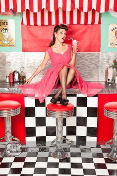 retro, pinup, and rockabilly Rockabilly Moda, Rockabilly Pin Up, Rockabilly Fashion, Rockabilly Dresses, Estilo Pin Up, Estilo Retro, Retro Mode, Mode Vintage, Vintage Pins