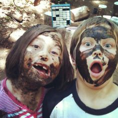 Face mud painting! A great opportunity for children to explore, having fun and experience natural materials.