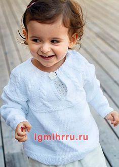 ДЛЯ МАЛЫША 1-4 ЛЕТ. БЕЛЫЙ ПУЛОВЕР С КОКЕТКОЙ ИЗ «КОС». Вязание спицами для детей