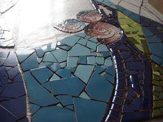 Mosaico sobre pared. Les invito a seguir el proceso de este mosaico proyectado para una residencia particular en la isla de Mallorc... Broken China, Arte Pop, Balcony Garden, Terrazzo, Mosaic Art, Wall Murals, Stepping Stones, Diy Crafts, Handmade