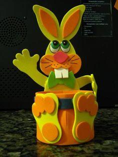 Moldes Dulcero Conejo Dentolas #dulceros #goma eva #foamy Kids Crafts, Foam Crafts, Diy Arts And Crafts, Paper Crafts, Kindergarten Crafts, Preschool Art, Easter Gift, Easter Bunny, Rabbit Crafts
