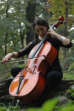 Holy crap, this is me in 10 years. Arte Cello, Cello Art, Cello Music, Dance Music, Art Music, Sound Of Music, Music Love, Music Is Life, Cello Photography