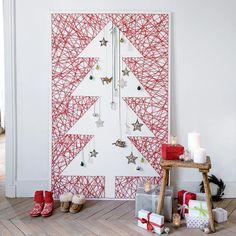 Réaliser un sapin en string art / String art Christmas tree Noel Christmas, Xmas, Alternative Christmas Tree, Market Stalls, Idee Diy, Jingle Bells, String Art, Winter White, Christmas Decorations