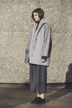 Lisbet is an oversized wool coat with raglansleeves, this is the perfect throw on coat. Gorgeous Icelandic grey mixed texture give the coat a...