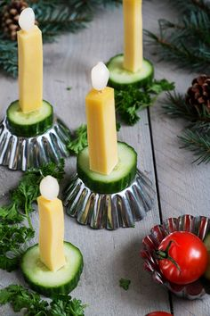 Glamorous Christmas salmon snack with cheese and cucumber Christmas Party Food, Xmas Food, Christmas Appetizers, Christmas Sweets, Christmas Cooking, Magical Christmas, Salty Snacks, Food Platters, Food Decoration