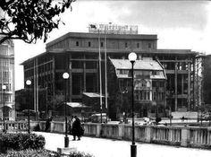 AKM inşa ediliyor (1953) Hügnen evi olarak bilinen yapı henüz yıkılmamış. #Taksim #Beyoğlu #istanbul